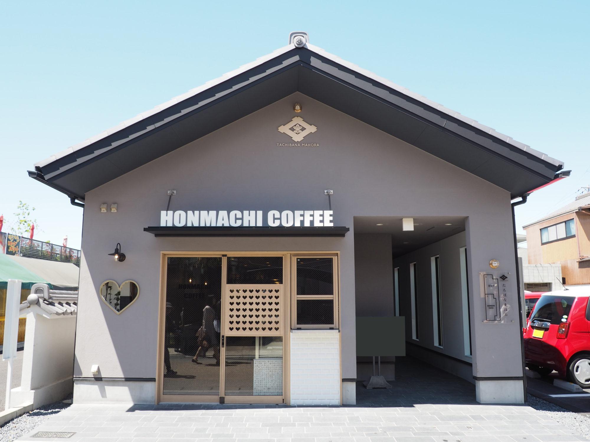 無機質の中で商品を映えさせるスポットカフェ